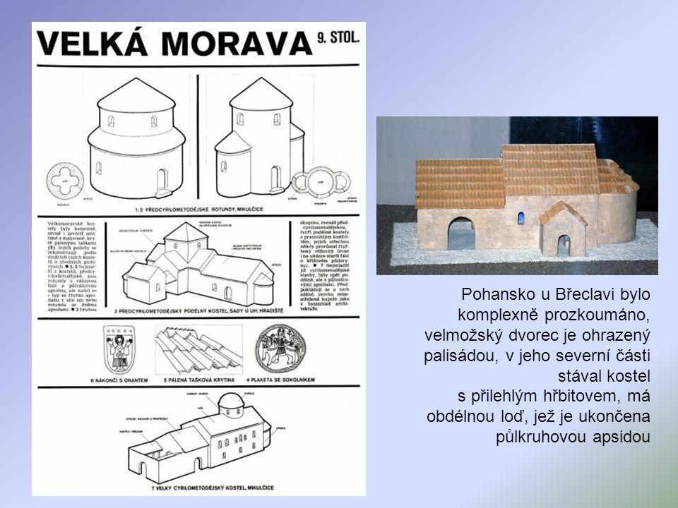 Pohansko u Břeclavi bylo komplexně prozkoumáno, velmožský dvorec je ohrazený palisádou, v jeho severní části stával kostel s přilehlým hřbitovem, má obdélnou loď, jež je ukončena půlkruhovou apsidou