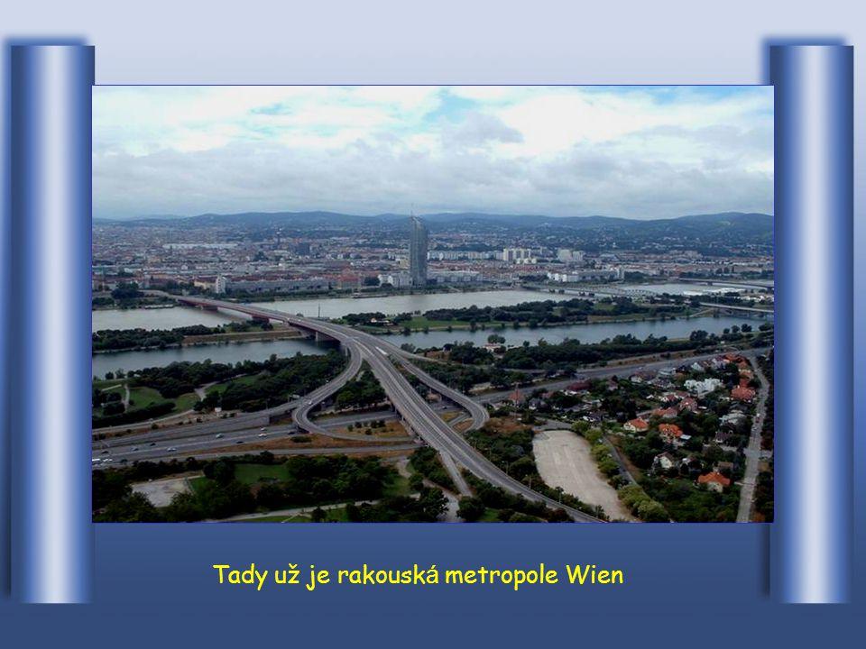 Tady prot é k á městem Krems