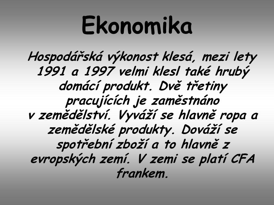 Ekonomika Hospodářská výkonost klesá, mezi lety 1991 a 1997 velmi klesl také hrubý domácí produkt. Dvě třetiny pracujících je zaměstnáno v zemědělství