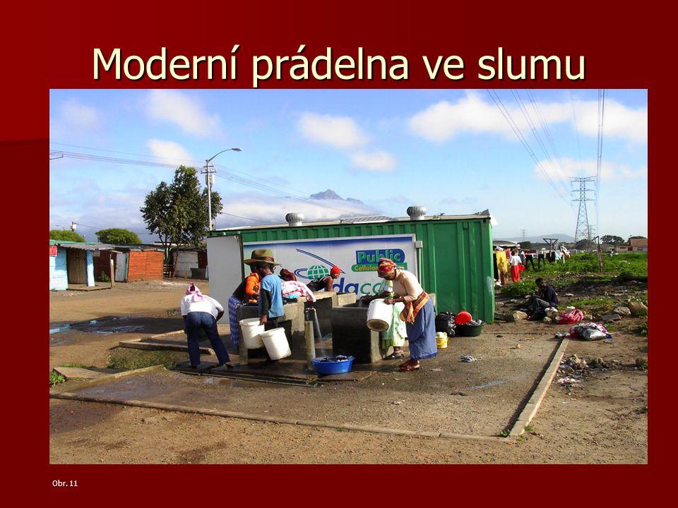Moderní prádelna ve slumu Obr. 11