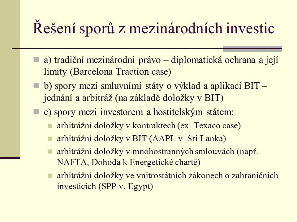 Řešení sporů z mezinárodních investic(2) d) pokus o vyřešení sporu jednáním mezi investorem a státem (typicky 6 měsíců) e) arbitráž mezi investorem a státem (diagonální) institucionalizovaná (ICSID) tribunál ad hoc (rozhodčí pravidla UNCITRAL) f) alternativní prostředky smírčí řízení vnitrostátní soud g) příklad arbitráže ICSID – ČSOB v.