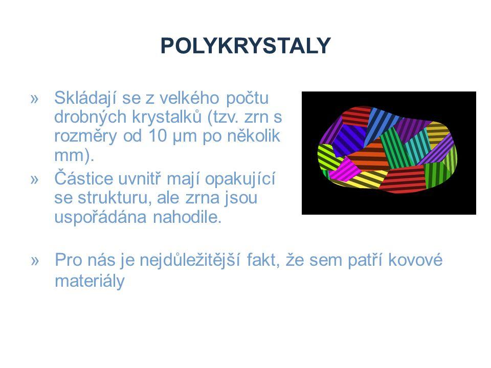 POLYKRYSTALY »Skládají se z velkého počtu drobných krystalků (tzv. zrn s rozměry od 10 µm po několik mm). »Částice uvnitř mají opakující se strukturu,