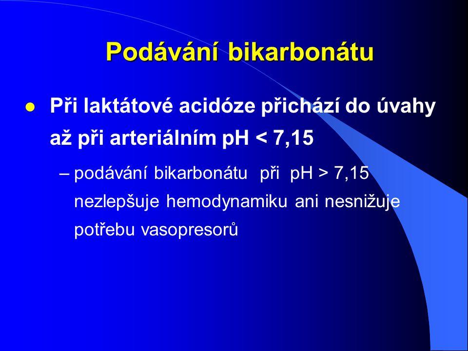 Podávání bikarbonátu Podávání bikarbonátu l Při laktátové acidóze přichází do úvahy až při arteriálním pH < 7,15 –podávání bikarbonátu při pH > 7,15 n
