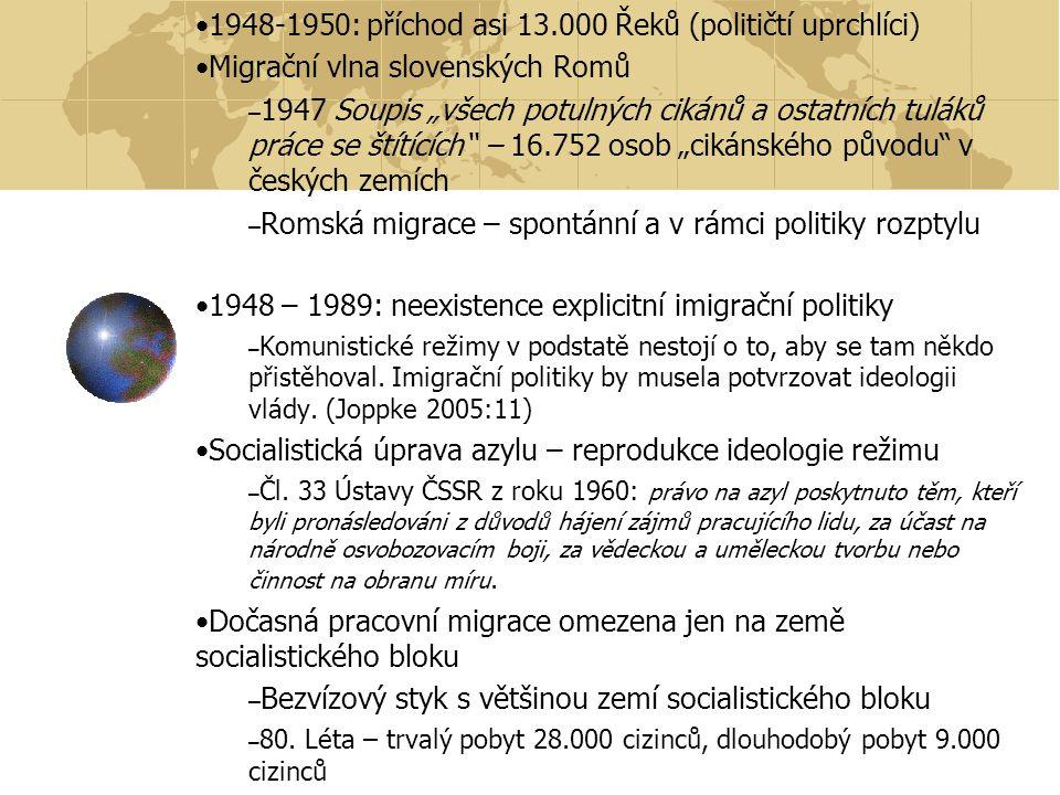 """1948-1950: příchod asi 13.000 Řeků (političtí uprchlíci) Migrační vlna slovenských Romů – 1947 Soupis """"všech potulných cikánů a ostatních tuláků práce se štítících – 16.752 osob """"cikánského původu v českých zemích – Romská migrace – spontánní a v rámci politiky rozptylu 1948 – 1989: neexistence explicitní imigrační politiky – Komunistické režimy v podstatě nestojí o to, aby se tam někdo přistěhoval."""