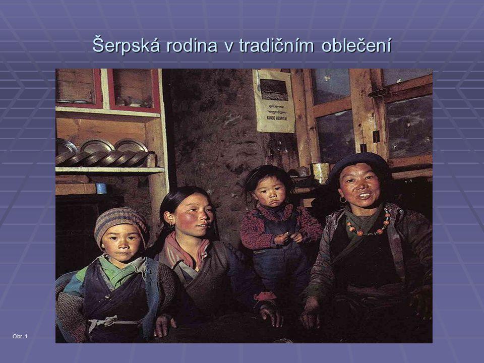 Šerpská rodina v tradičním oblečení Obr. 1
