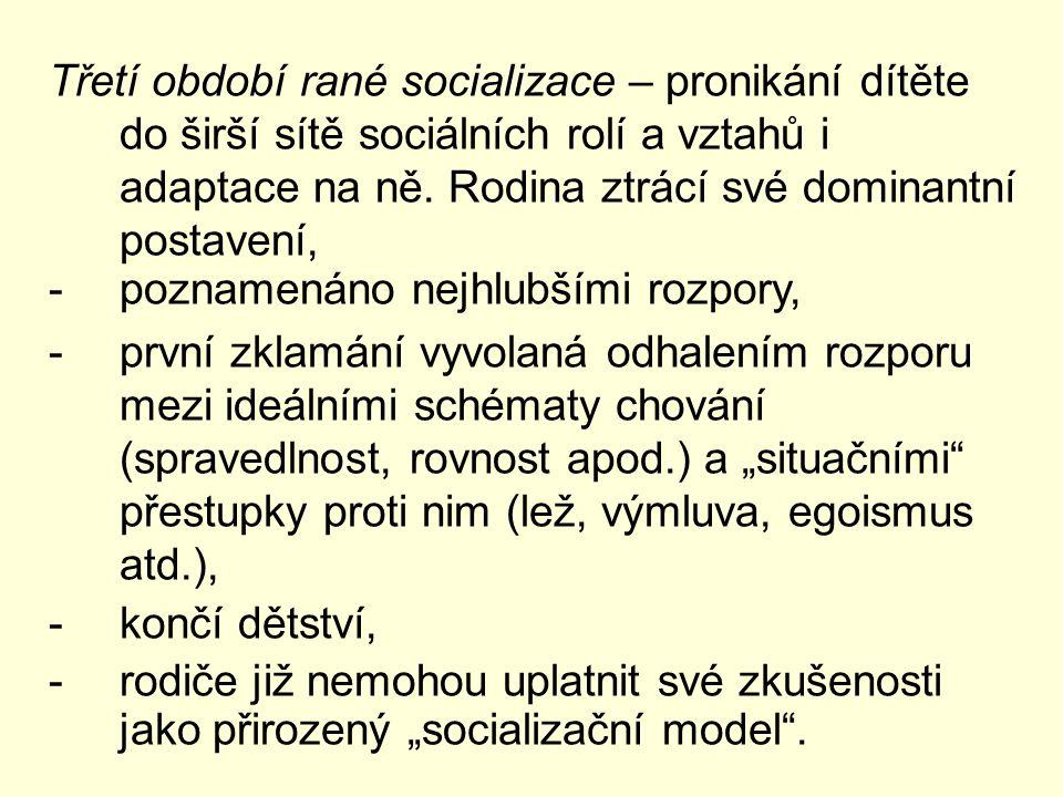 Třetí období rané socializace – pronikání dítěte do širší sítě sociálních rolí a vztahů i adaptace na ně. Rodina ztrácí své dominantní postavení, -poz