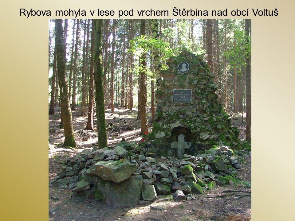 Rybova mohyla v lese pod vrchem Štěrbina nad obcí Voltuš