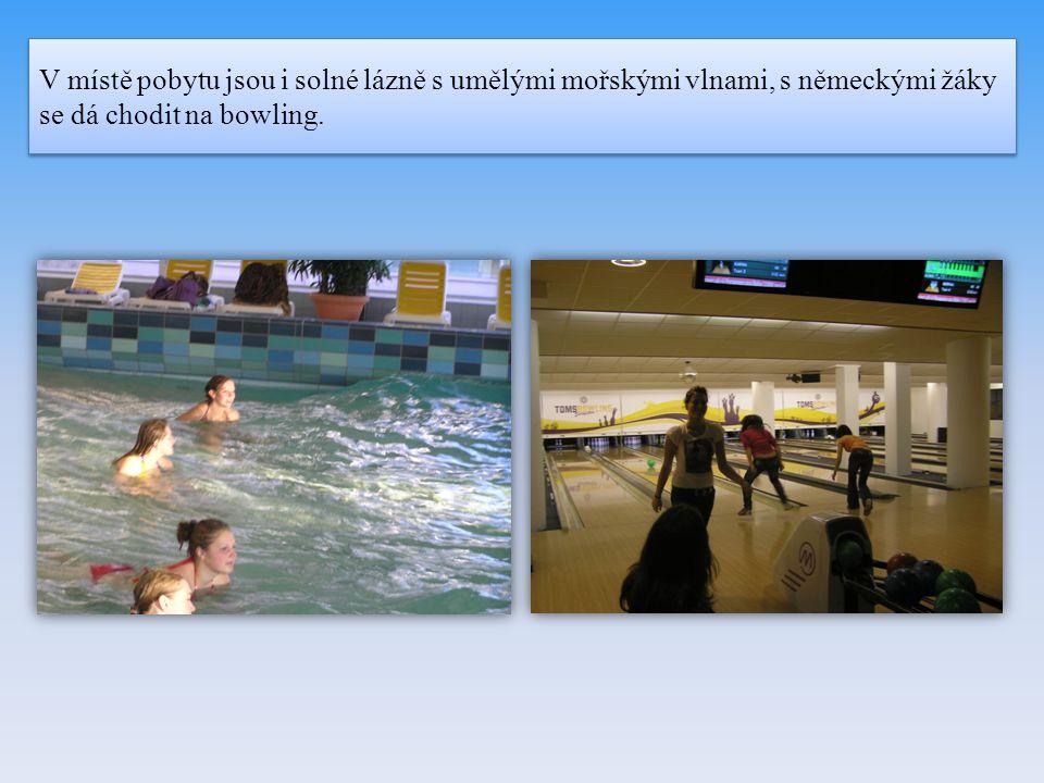 V místě pobytu jsou i solné lázně s umělými mořskými vlnami, s německými žáky se dá chodit na bowling.