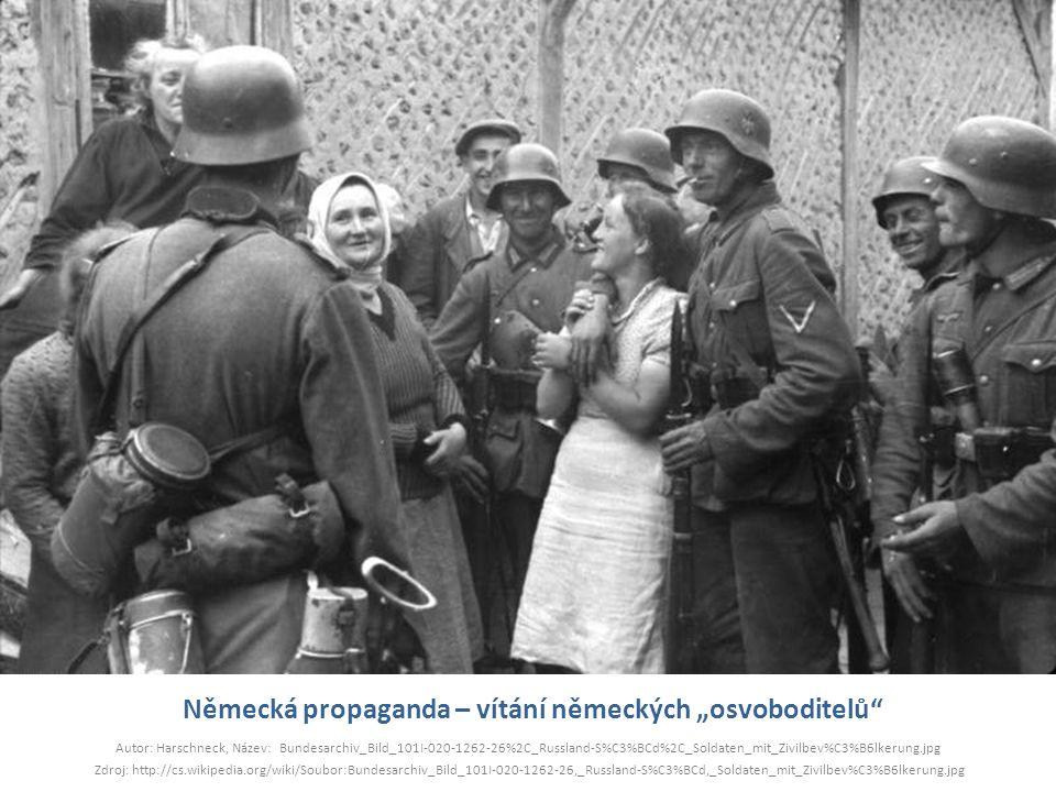 """Německá propaganda – vítání německých """"osvoboditelů"""" Autor: Harschneck, Název: Bundesarchiv_Bild_101I-020-1262-26%2C_Russland-S%C3%BCd%2C_Soldaten_mit"""