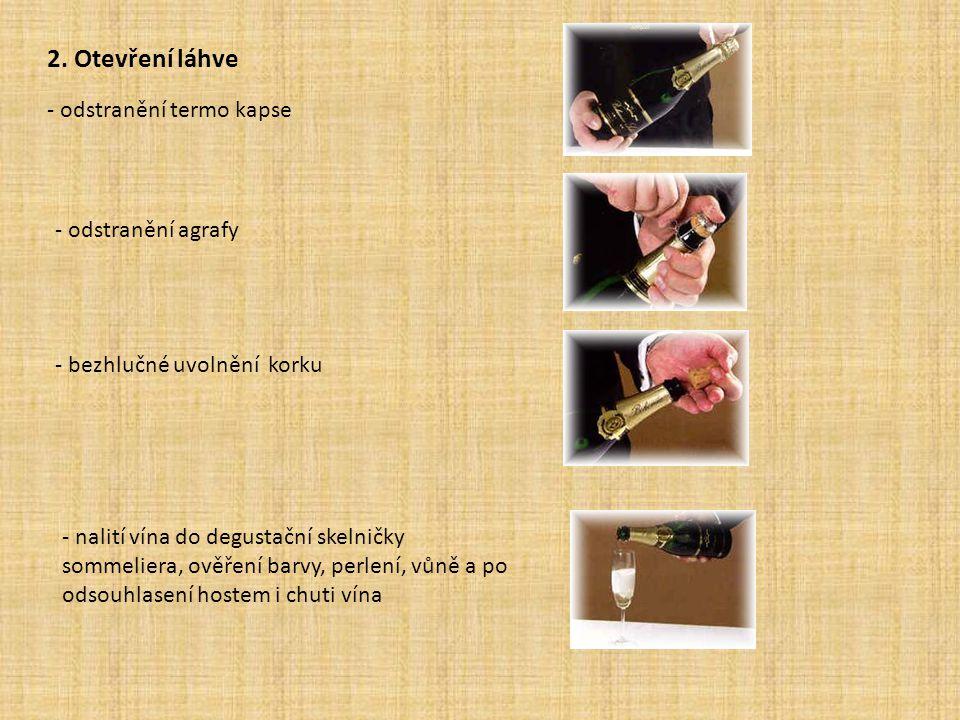 2. Otevření láhve - odstranění termo kapse - odstranění agrafy - bezhlučné uvolnění korku - nalití vína do degustační skelničky sommeliera, ověření ba