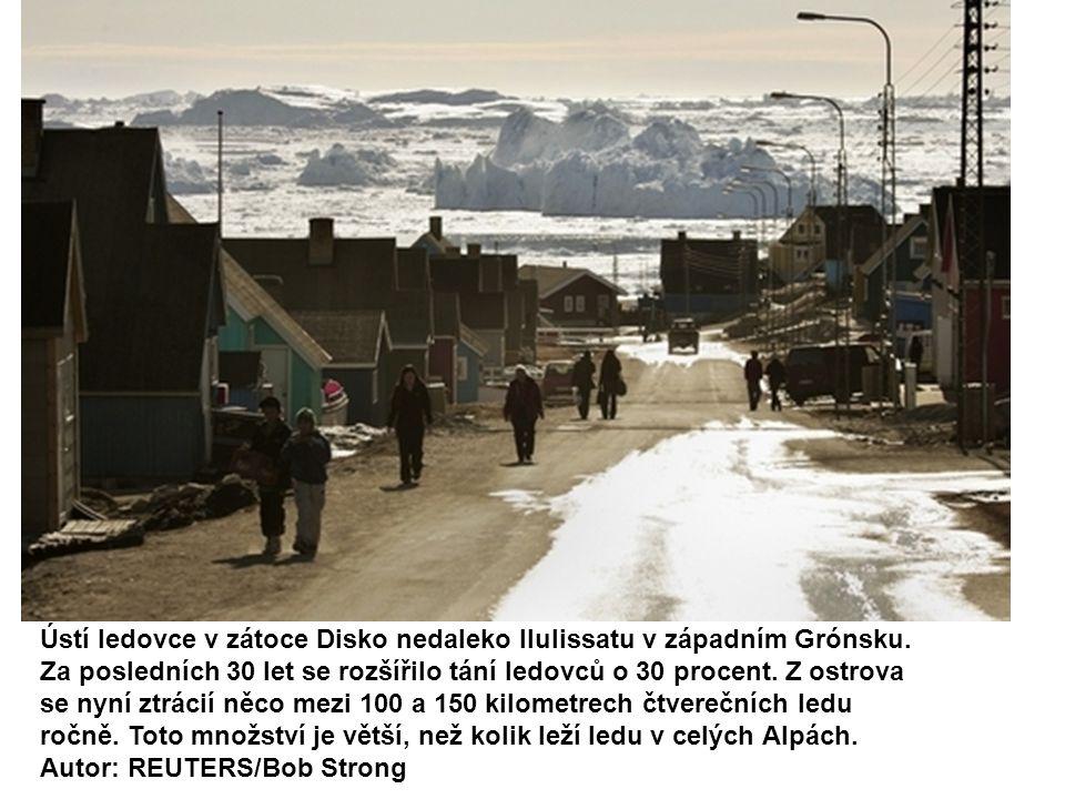 Ústí ledovce v zátoce Disko nedaleko Ilulissatu v západním Grónsku. Za posledních 30 let se rozšířilo tání ledovců o 30 procent. Z ostrova se nyní ztr