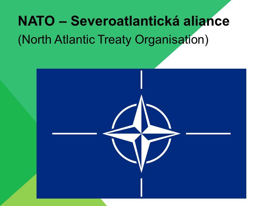 VZNIK A ROZŠIŘOVÁNÍ NATO NATO vzniká 4.dubna 1949 jako obranné společenství proti hrozbě východního bloku – hlavní hrozbou je Sovětský Svaz a od roku 1955 Varšavská smlouva NATO vzniká v důsledku studené války – rozdělení světa do dvou táborů pod vedením USA a SSSR Zakládajícími členy je 12 zemí západní Evropy a severní Ameriky: Belgie, Kanada, Dánsko, Francie, Island, Itálie, Lucembursko, Nizozemí, Norsko, Portugalsko, Velká Británie a USA Roku 1952 se připojuje Řecko a Turecko Roku 1955 Spolková Republika Německo Roku 1982 Španělsko Roku 1999 Česká republika, Polsko a Maďarsko Roku 2004 Bulharsko, Estonsko, Litva, Lotyšsko, Rumunsko, Slovensko a Slovinsko Roku 2009 Albánie a Chorvatsko CELKEM 28 zemí
