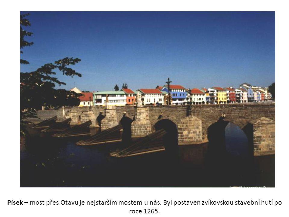 Písek – most přes Otavu je nejstarším mostem u nás. Byl postaven zvíkovskou stavební hutí po roce 1265. Foto: Jiří Honomichl ©