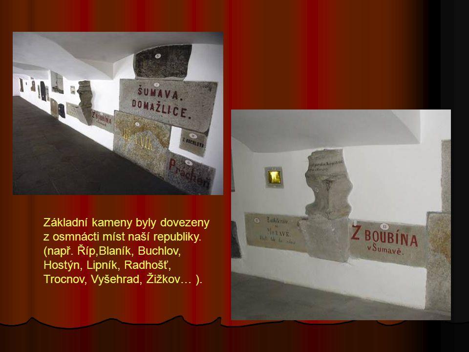 Základní kameny byly dovezeny z osmnácti míst naší republiky.