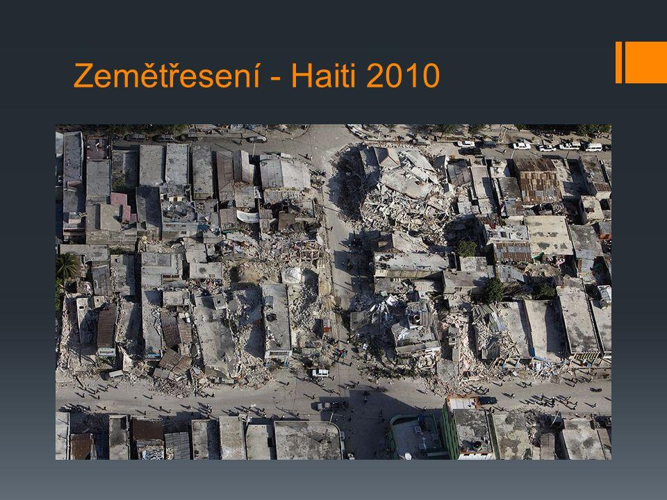 Druhy zemětřesení  Řítivá zemětřesení - vznikají zřícením stropů podzemních dutin nejčastěji krasového původu, někdy i dutin vzniklých hlubinným dobýváním ložisek  Sopečná zemětřesení - bývají průvodním jevem vulkanické činnosti, zemětřesení je vyvoláno pohybem ker pod tlakem vystupující lávy nebo plynů a par  Tektonická zemětřesení - jsou způsobována pohybem ker podél zlomů v zemské kůře, vznikají náhlým uvolněním nahromaděné energie v tektonicky aktivních oblastech - nejčastější a nejzhoubnější typ zemětřesení