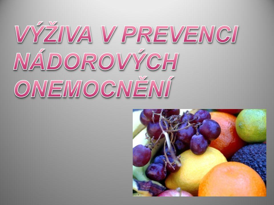 - Každý třetí z nás onemocní nádorovým onemocněním, ročně v ČR umírá 28 000 lidí a také každý třetí umírá před dosažením důchodového věku - Očekávání,že moderní přístroje a léčba významně sníží úmrtnost na onkologické onemocnění a to naráží na stálý problém,že mnozí pacienti přicházejí až v pokročilém stádiu onemocnění - Strach z utrpení a odhalení nemoci je často důvodem proč lidé nechodí na pravidelné lékařské prohlídky a to bohužel vede k tomu,že nádory jsou objeveny až v pokročilém stádiu - Úspěšnost onkologické léčby je závislá na tom,aby pacient přišel včas