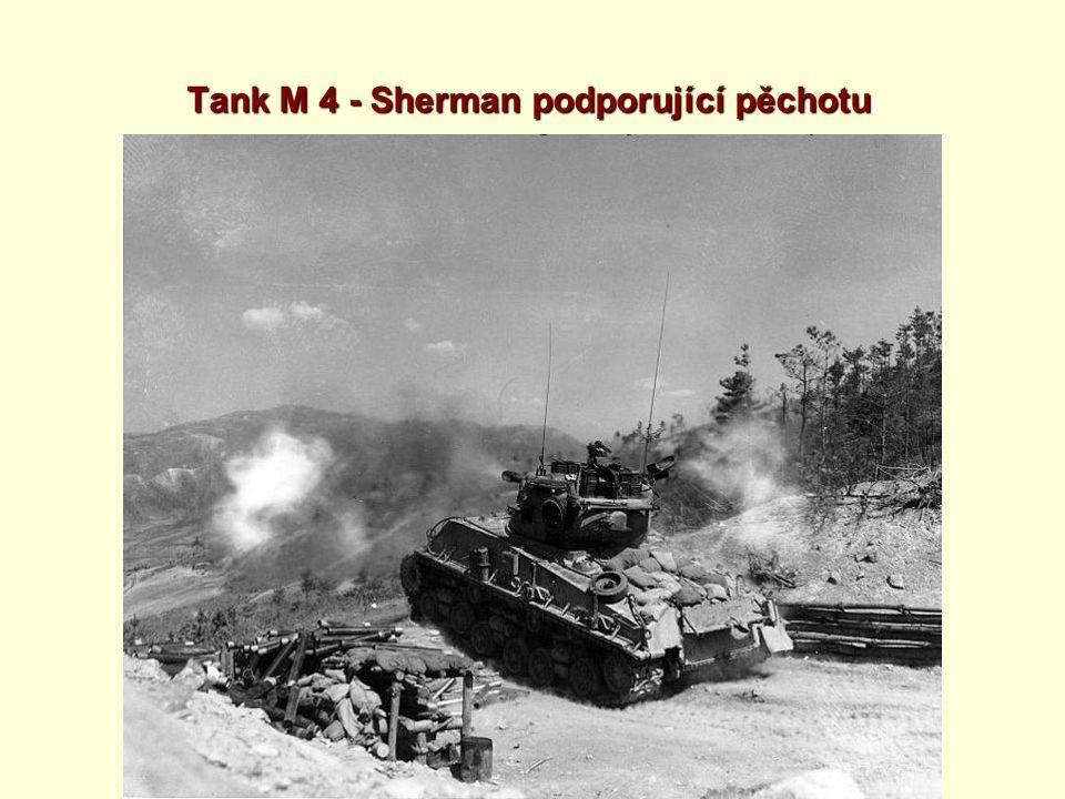 Tank M 4 - Sherman podporující pěchotu