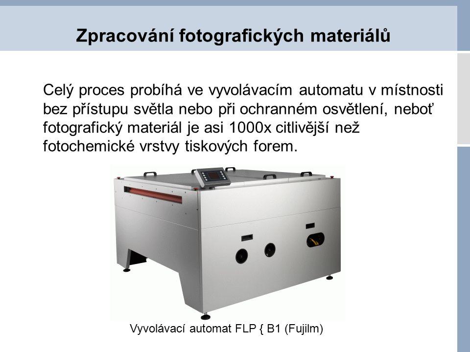 Zpracování fotografických materiálů Celý proces probíhá ve vyvolávacím automatu v místnosti bez přístupu světla nebo při ochranném osvětlení, neboť fo
