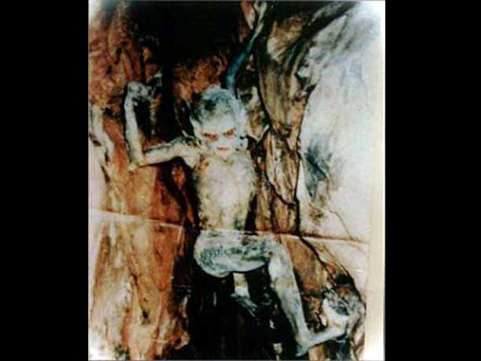 Následující fotka byla pořízena jako policejní záznam při vyšetřování jednoho velmi zvláštního incidentu….. Jistý muž se rozhodl fotit v jeskyních (Kh