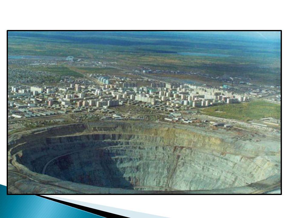 - hlavní dopravní tepna – Transsibiřská magistrála - její větev – Bajkalsko – Amurská magistrála (BAM) - velké vzdálenosti využití letecké, vodní dopravy