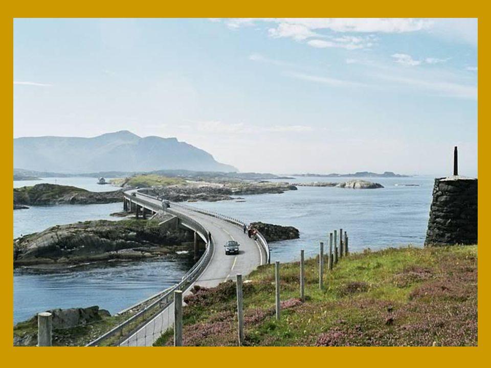 Silnice se nachází na západní oblasti fjordů a v určitých obdobích roku z ní můžete zahlédnout tuleně i velryby.