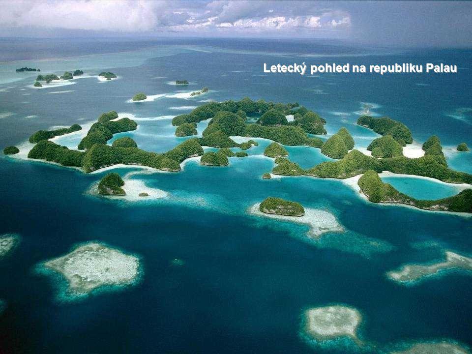 Daleko v Tichém oceáně, v nejzápadnějším cípu souostroví Karolíny, leží Palauská republika.