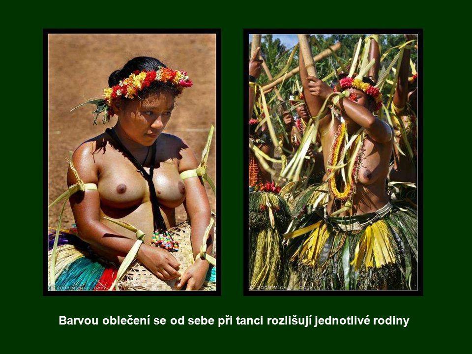 Tance domorodců se obvykle skládají ze dvou částí: první je