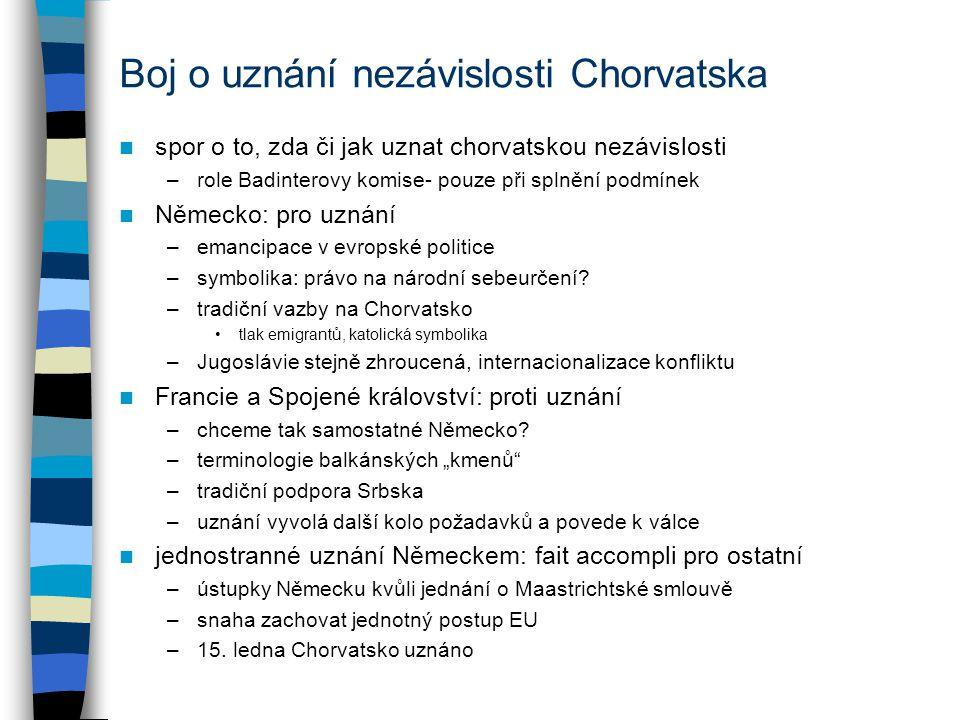 Válka v Bosně: ukončení Daytonská dohoda –podepisují Tudjman, Miloševič, Izetbegovič –jednotná, multietnická Bosna (51 % federace chorvatsko-muslimská, 49 % Srbové), ochrana menšin, potrestání válečných zločinů –dohodu zajišťuje 50 tisíc vojáků mírových sil (UNPROFOR se mění na IFOR) –reálně odpovídá Lisabonskému návrhu (zapouzdření tehdejších zisků) účet: 140-250 tisíc mrtvých, 2,5 milionu uprchlíků závěry –EU se snažila o jednotu obavy z oslabení (viz spory o uznání Chorvatska) výsledkem často ale nemastná politika- snaha o neutralitu –neshody mezi EU a USA EU odmítá ostrý přístup a rozlišování mezi agresorem a obětí ale USA zcela neodmítají evropské požadavky –byť EU zatlačena do pozadí, evropské zájmy vždy zohledňovány