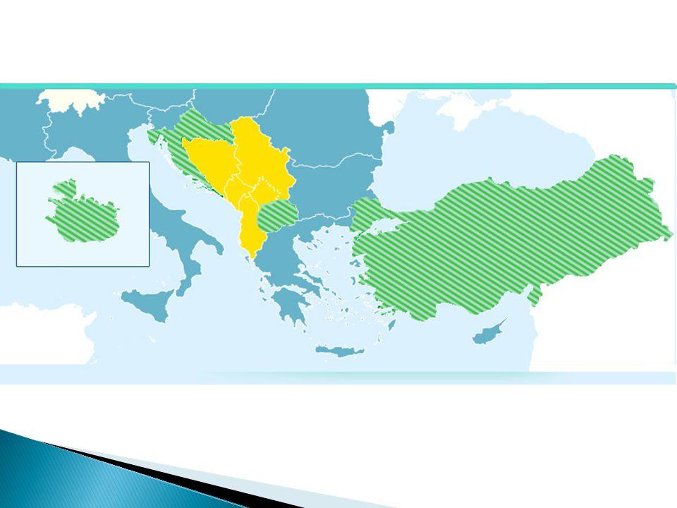 """ patří mezi státy, které tvoří skupinu mezi Chorvatskem a Albánií  navzdory pozitivnímu vývoji v zemi se nepředpokládá, že by Černá Hora mohla přistoupit do EU individuálně  (bude muset počkat na své """"pomalejší kolegy ve skupině)"""