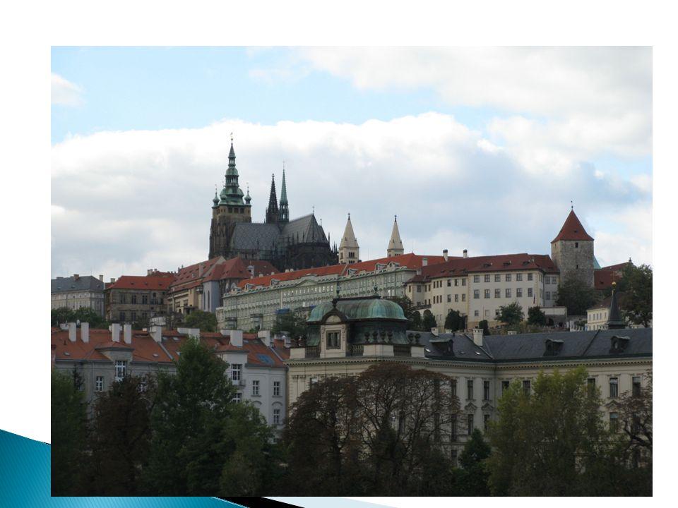 Zapomeňme na slavné panorama Hradčan a přenesme se do 10. století.