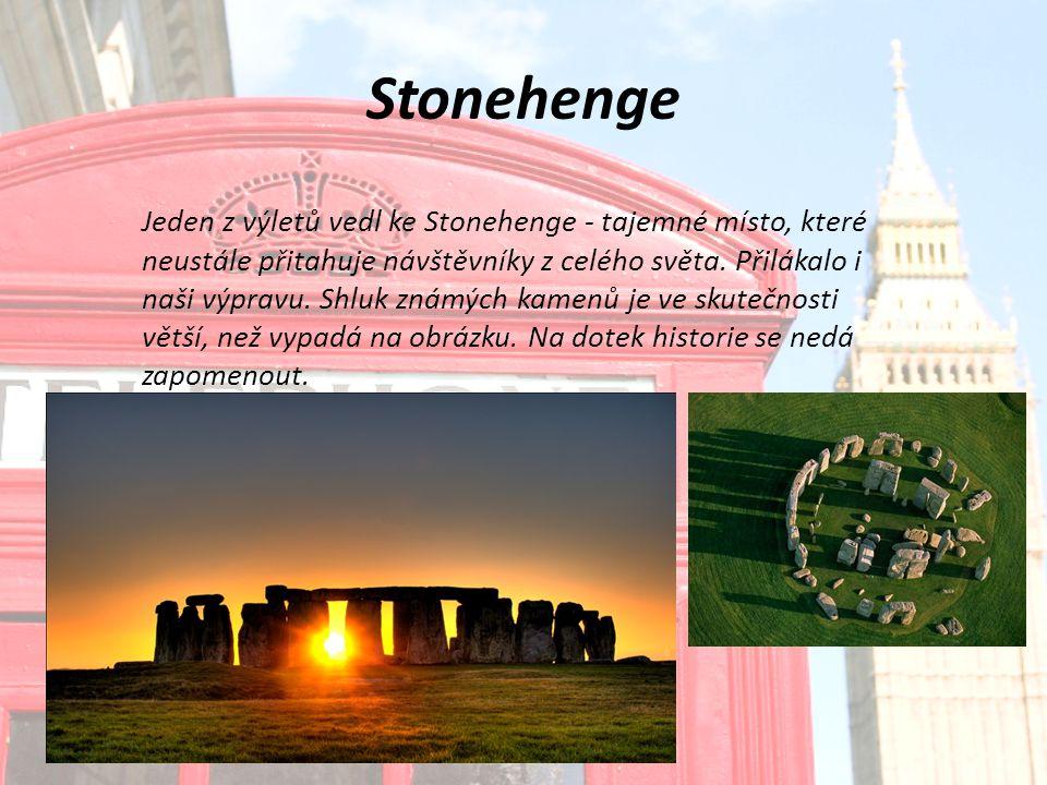Stonehenge Jeden z výletů vedl ke Stonehenge - tajemné místo, které neustále přitahuje návštěvníky z celého světa.