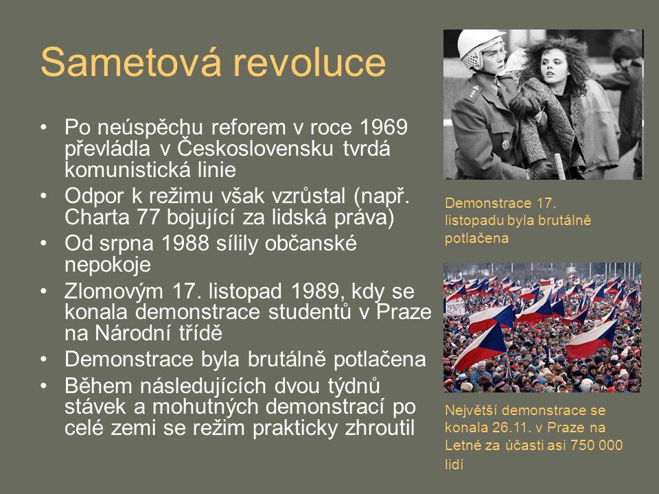 Sametová revoluce Po neúspěchu reforem v roce 1969 převládla v Československu tvrdá komunistická linie Odpor k režimu však vzrůstal (např. Charta 77 b