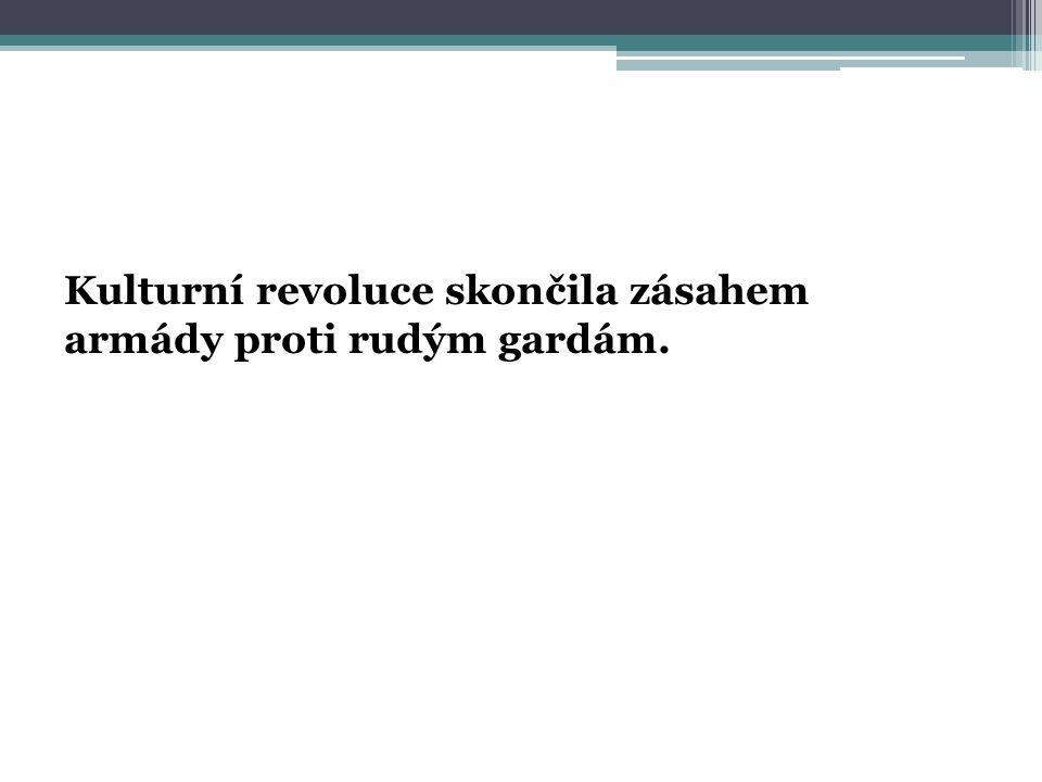 Kulturní revoluce skončila zásahem armády proti rudým gardám.