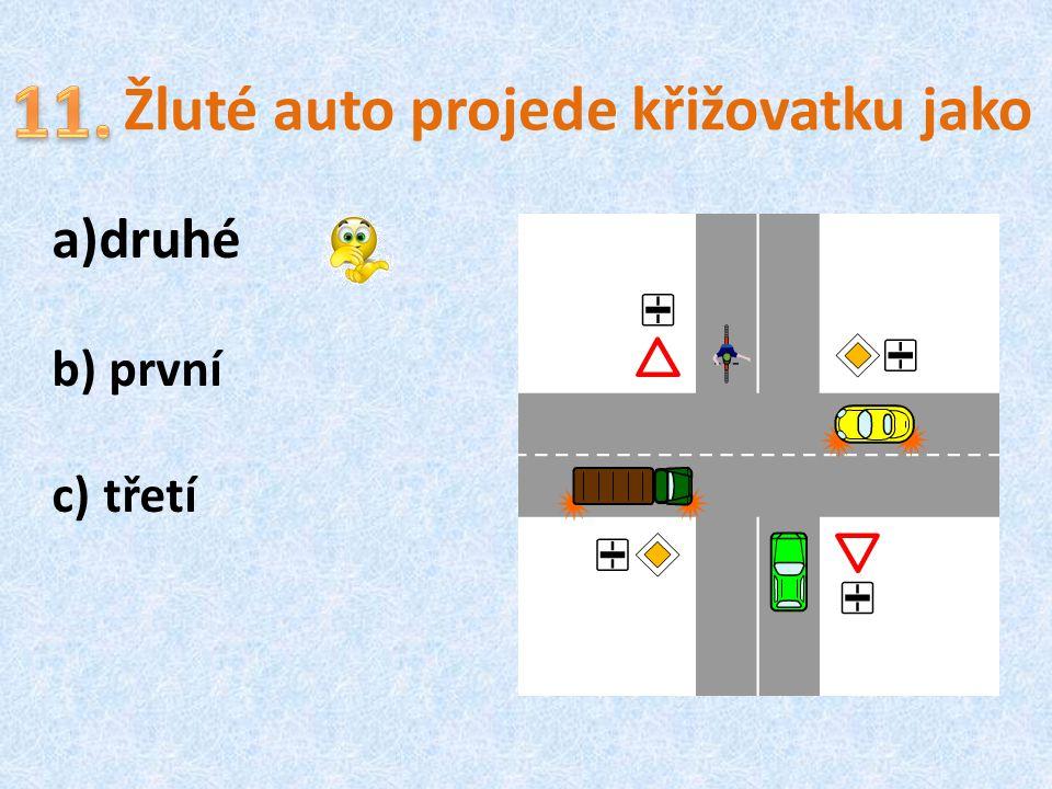 Žluté auto projede křižovatku jako a)druhé b) první c) třetí