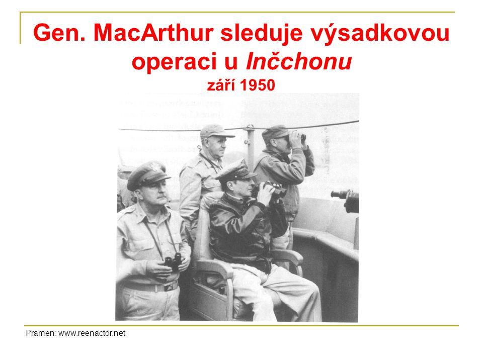 Gen. MacArthur sleduje výsadkovou operaci u Inčchonu září 1950 Pramen: www.reenactor.net