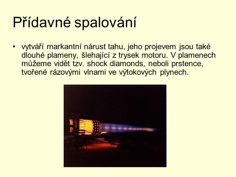 Přídavné spalování vytváří markantní nárust tahu, jeho projevem jsou také dlouhé plameny, šlehající z trysek motoru. V plamenech můžeme vidět tzv. sho