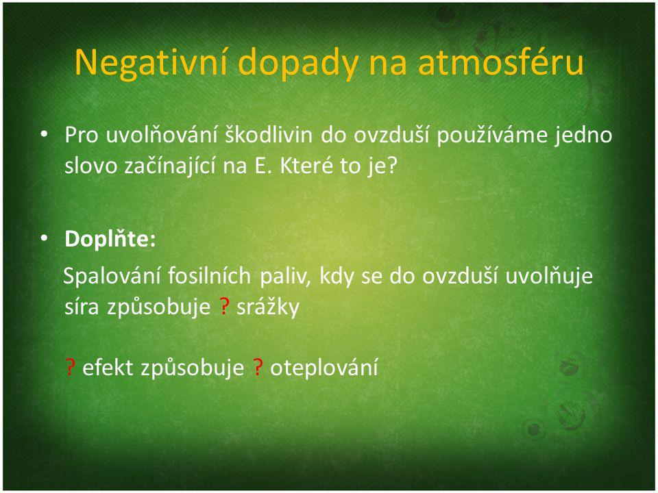 Negativní dopady na atmosféru Pro uvolňování škodlivin do ovzduší používáme jedno slovo začínající na E. Které to je? Doplňte: Spalování fosilních pal