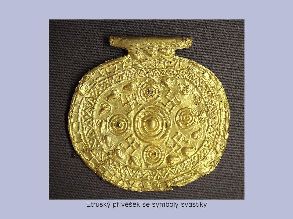 Etruský přívěšek se symboly svastiky