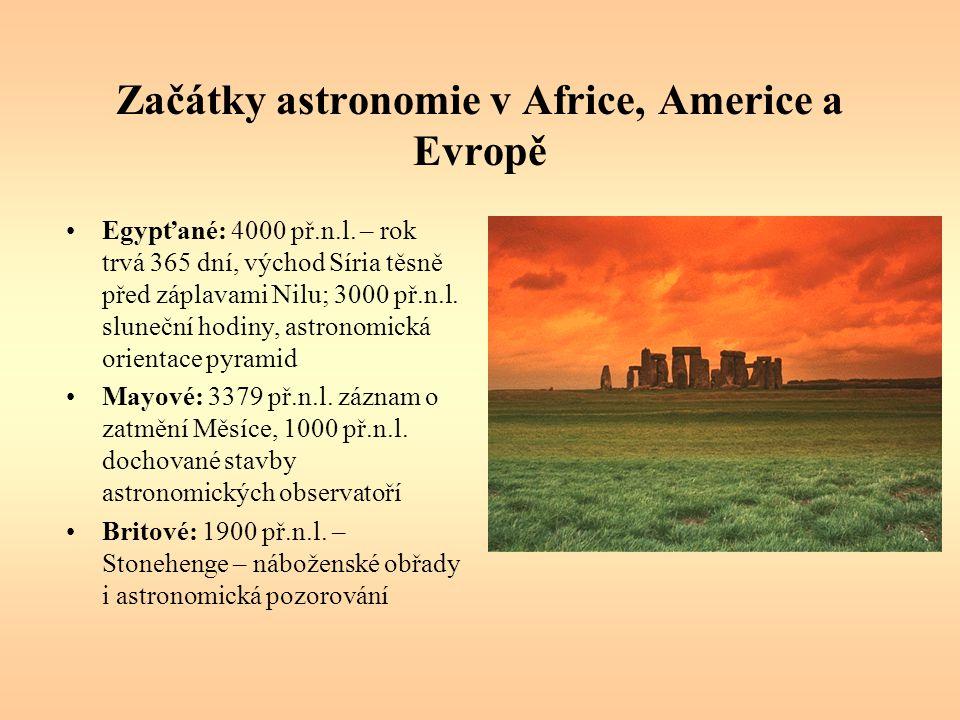Začátky astronomie v Africe, Americe a Evropě Egypťané: 4000 př.n.l. – rok trvá 365 dní, východ Síria těsně před záplavami Nilu; 3000 př.n.l. sluneční