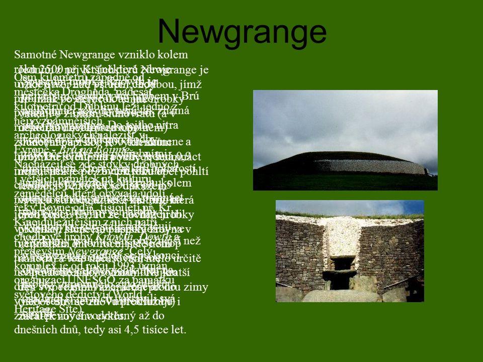 Newgrange Osm kilometrů západně od městečka Drogheda, padesát kilometrů od Dublinu leží jedno z nejvýznamnějších archeologických nalezišť v Evropě - B