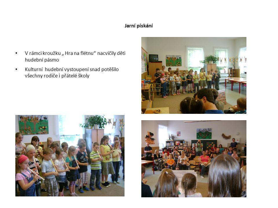 """Jarní pískání V rámci kroužku """" Hra na flétnu"""" nacvičily děti hudební pásmo Kulturní hudební vystoupení snad potěšilo všechny rodiče i přátelé školy"""