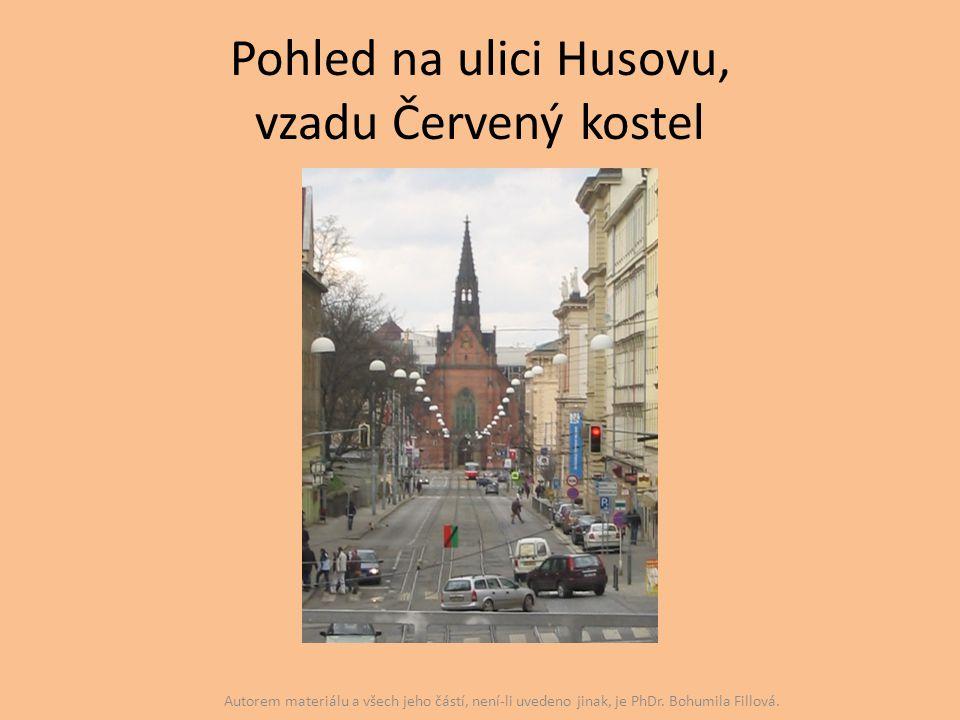 Pohled na ulici Husovu, vzadu Červený kostel Autorem materiálu a všech jeho částí, není-li uvedeno jinak, je PhDr. Bohumila Fillová.