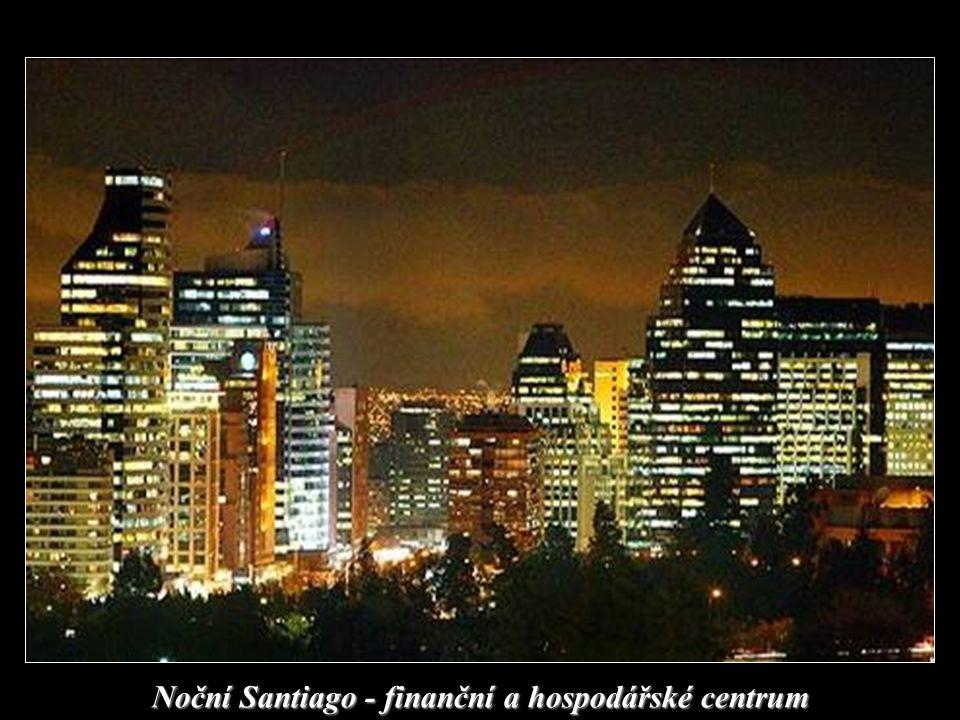 Bankovní domy v Santiagu. V pozadí pohoří And