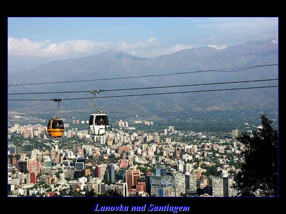 Noční Santiago - finanční a hospodářské centrum