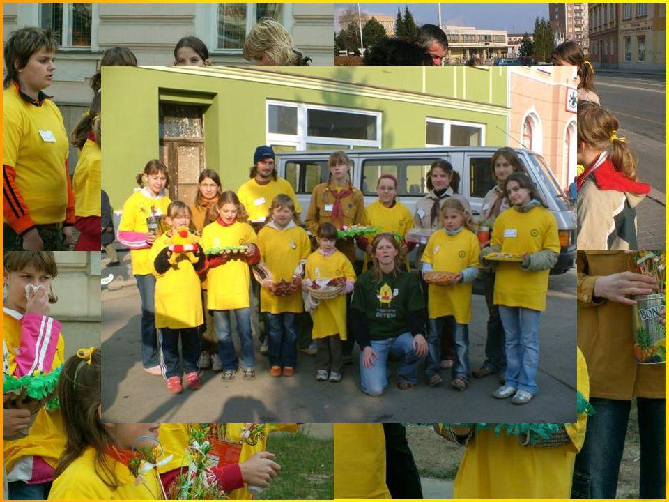 """Další zájmové činnosti Někdy máme možnost se prezentovat na zábřežském jarmarku a dále jsme pomohly při probíhající akci """"Pomozte dětem""""."""