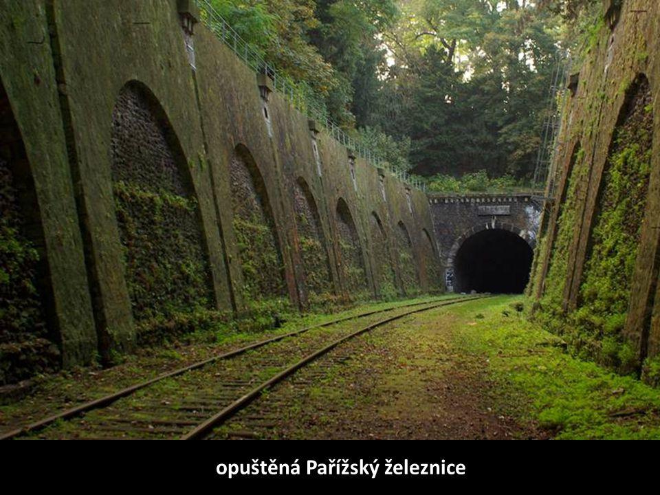 opuštěná Pařížský železnice