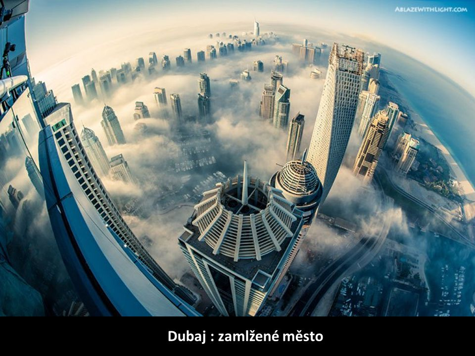 Dubaj : zamlžené město