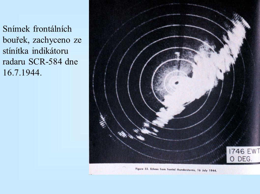 Snad nejstarší dochované snímky meteorologického jevu zachyceného radarem, pásmo X ( =3 cm) u Bostonu dne 22.července 1943. Původně rychlejší postup f
