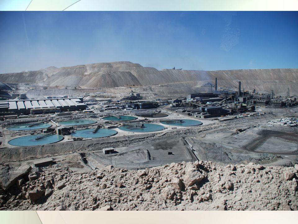 1.1 Základní pojmy a elementární ekonomické termíny (25) V rámci těžby suroviny vzniká odpad −Je možní jej vracet do výroby a tím snížit primární surovinovou náročnost −Zda a kdy je toto efektivní je otázka nejen technologická, ale primárně EKONOMICKÁ −Mnohdy je levnější materiál nový, než recyklovaný – ZATÍM −Ovlivňováno politickým a právním systémem