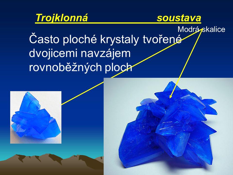 Trojklonná soustava Často ploché krystaly tvořené dvojicemi navzájem rovnoběžných ploch Modrá skalice